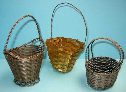 28: Variety of copper and silver(ed) baskets