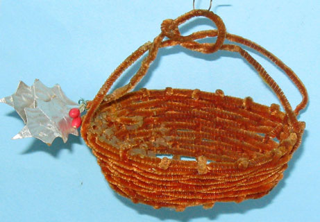 51: basket made of old pipecleaners,ca 9cm wide and only 2,5cm high, excl. handle