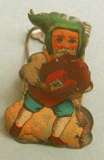 This is the other side of the clip: gnome with a cookie, decorated with a heart and a chromo.